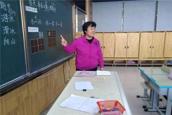 華夏未來全日制特長班玫紅