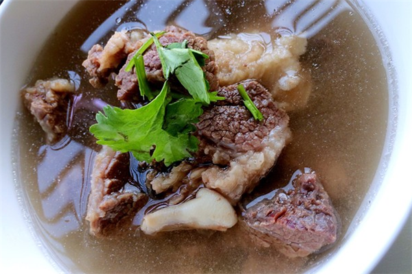 君亮牛肉汤特色锅贴牛骨汤