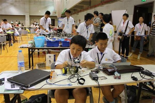 乐慧机器人教育中心操作