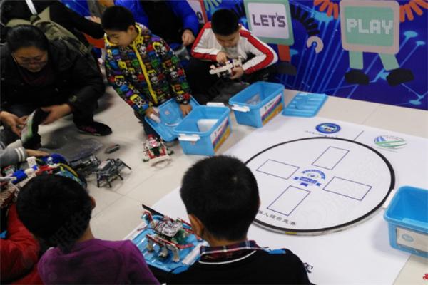 乐慧机器人教育中心课堂