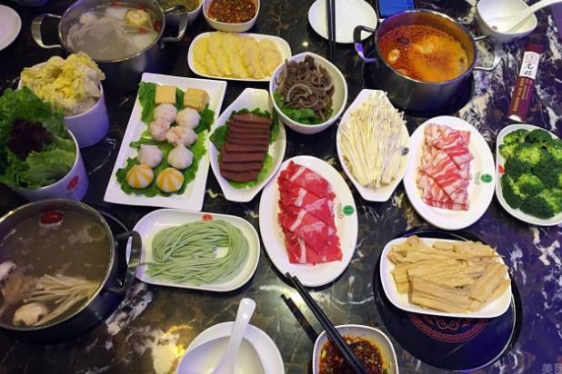 尚上捞火锅就餐图