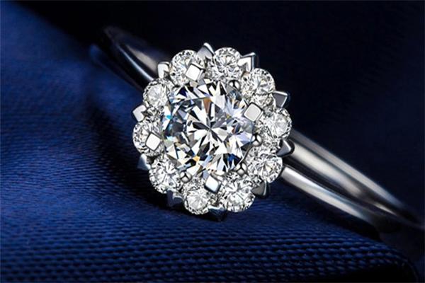 荟萃楼钻石戒指