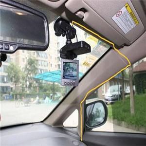 中沃行车记录仪位置