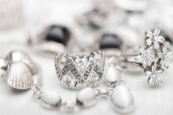 六福寶誠珠寶戒指
