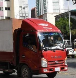 凱馬載重汽車卡車紅色
