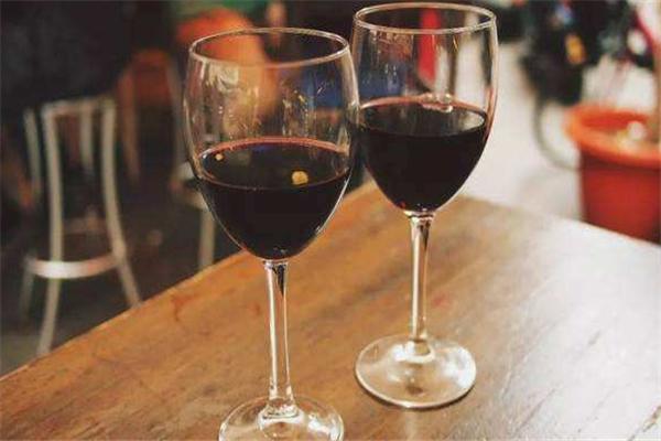 紫钟堡干红葡萄酒品牌