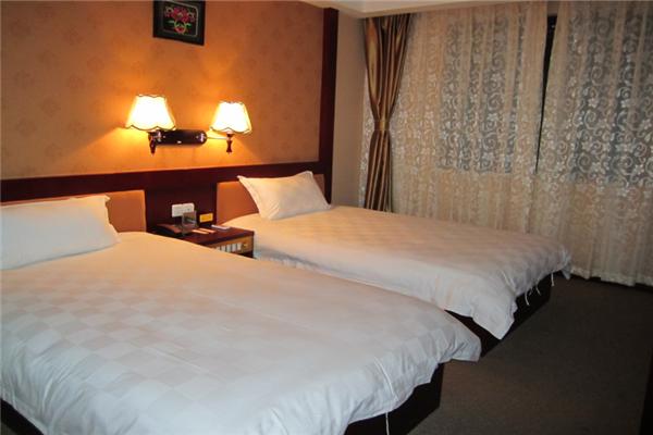 春城酒店双人房