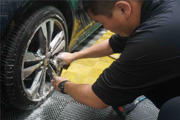 酷派汽車美容洗輪胎