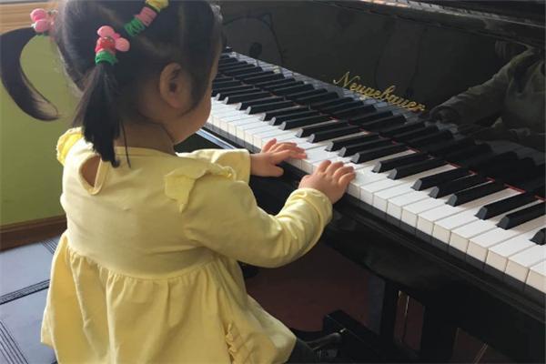 乐声钢琴练习