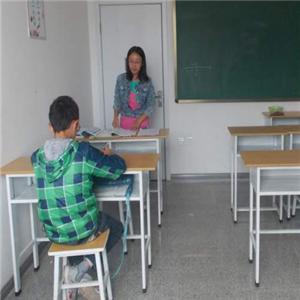 睿赟培訓學校坐著
