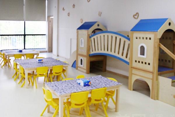 维佳贝诺幼儿园敞亮