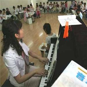 泉音艺术中心钢琴