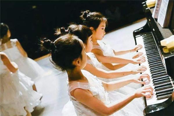 收放音樂英皇鋼琴演奏