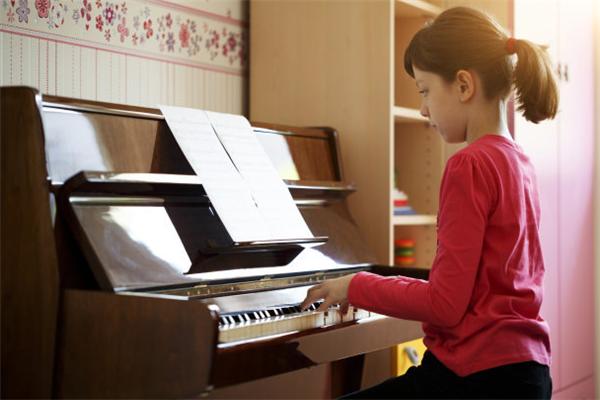 蒙馬潮爾音樂鋼琴