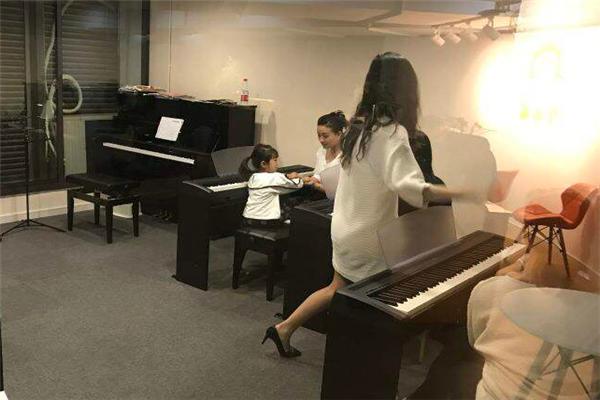 Harmony Bay 小乐家艺术培训中心上课