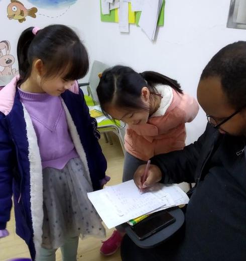 幗美英語教師批改作業
