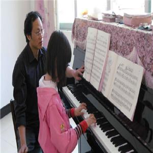龚琛晨钢琴艺术中心学习