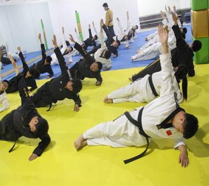 育英會跆拳道練習