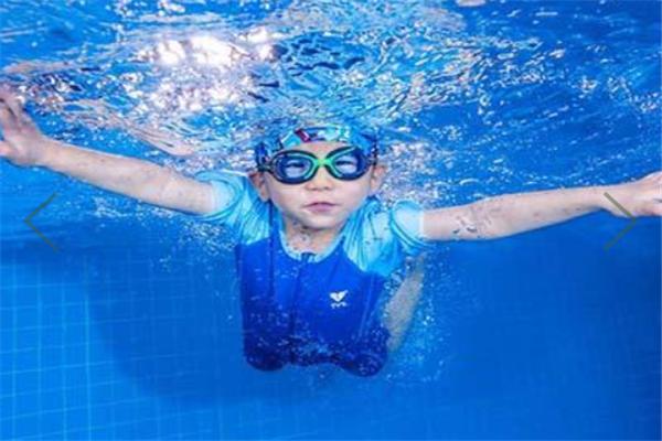 哆菲寶貝游泳訓練