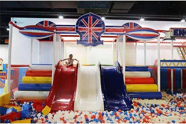 布鲁乐谷儿童乐园玩耍