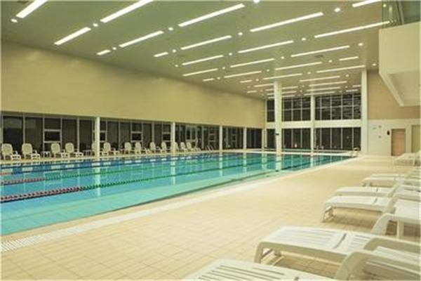 力加健身房游泳池