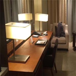 愛航快捷酒店桌子