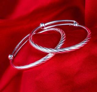 愛與被愛銀飾華貴