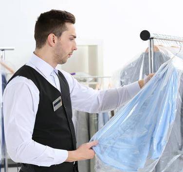 潔奈特洗衣藍色襯衫