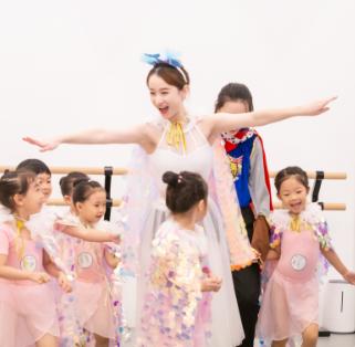 天鹅湖畔少儿舞蹈培训学员3