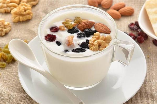 堅果咖啡牛奶