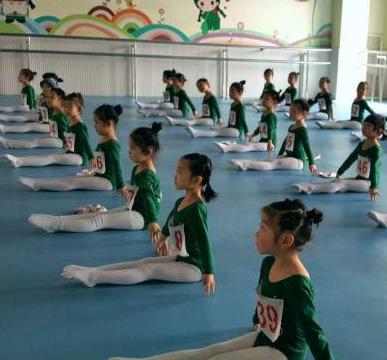 明明藝術學苑教育