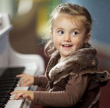 民音藝術海曼藝校彈琴