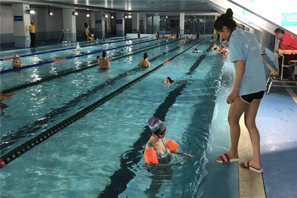 奥佳游泳泳池