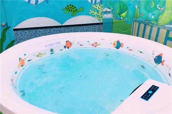 小龙宫游泳馆泳池