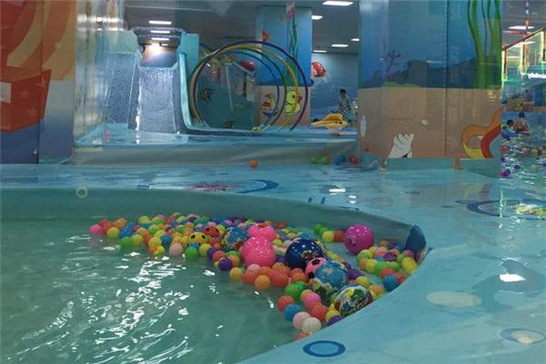 欧培婴儿游泳池玩具