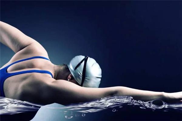 歐伴游泳健身泳姿