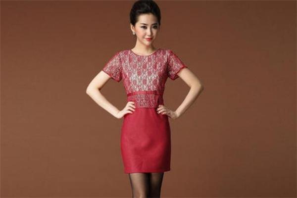 甘夫人中老年服装红色