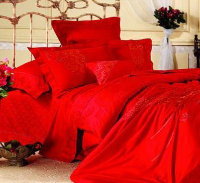 昀泰家纺红色