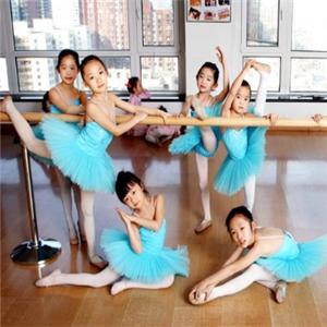 小雅音乐舞蹈俱乐部抬腿