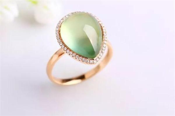 周大鑫珠宝戒指