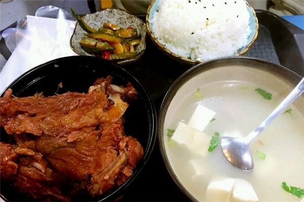 飄香人家排骨米飯套餐