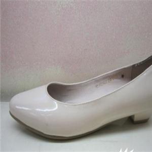 哈森白色皮鞋