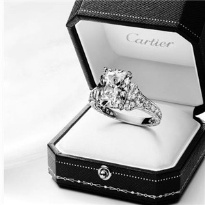 卡地亚钻石戒指