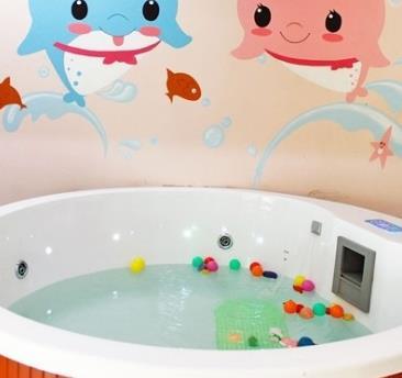 海豚啵啵婴童游泳馆圆形