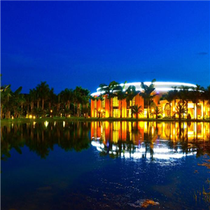 彌勒湖泉酒店夜色