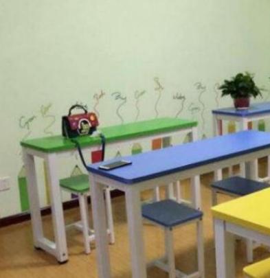 家庭式托管中心课桌