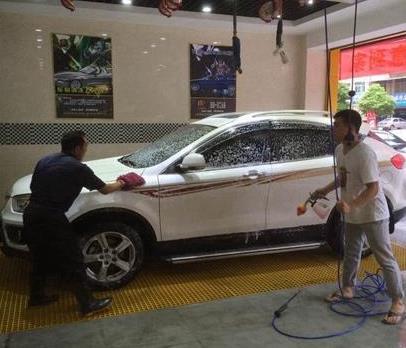 快手洗車2個人洗車