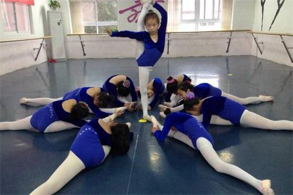 樂翻天國際藝術學苑領舞
