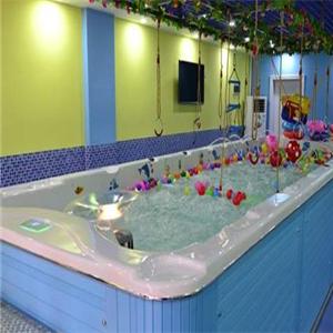 爬爬熊嬰童游泳館玩水