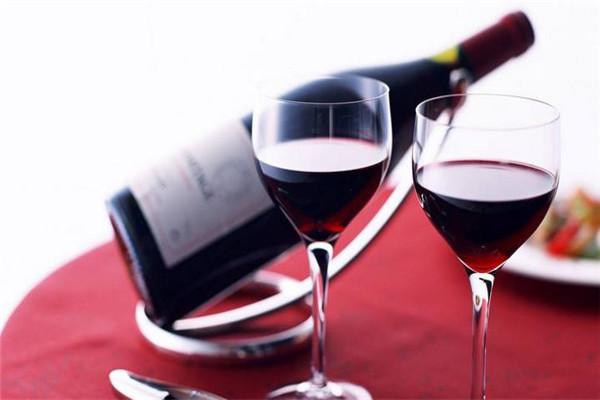德達侯爵紅酒展示